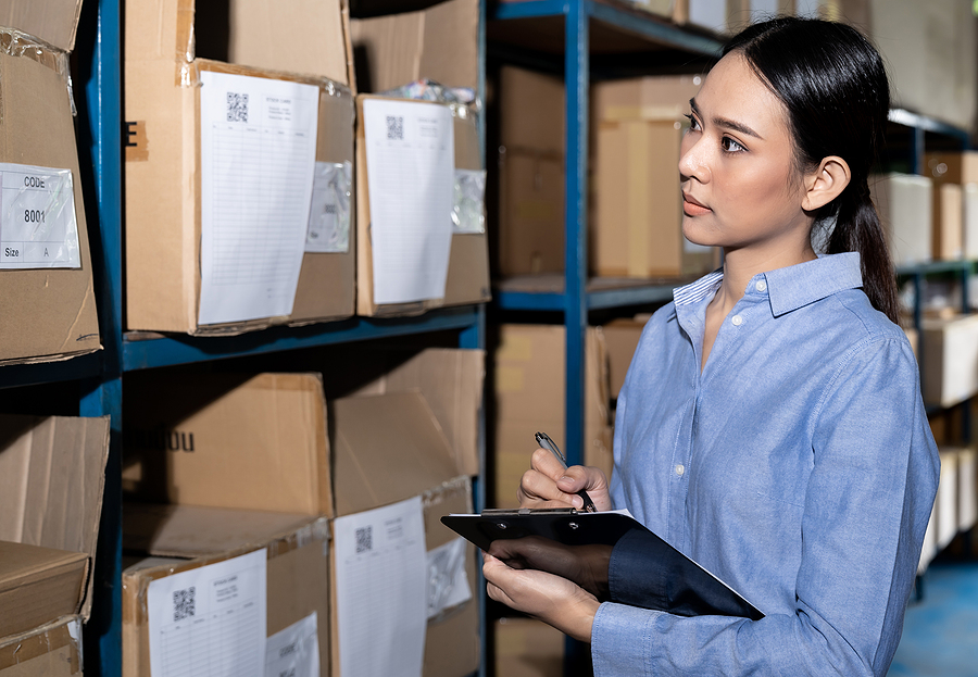 Businesswoman working in a 3PL Sydney business doing an inventory